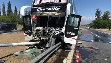 Chocó un micro en Mendoza y hay al menos 20 heridos