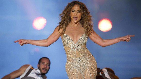 ¿Nace una estrella? La madre de Jennifer Lopez se lució en el escenario