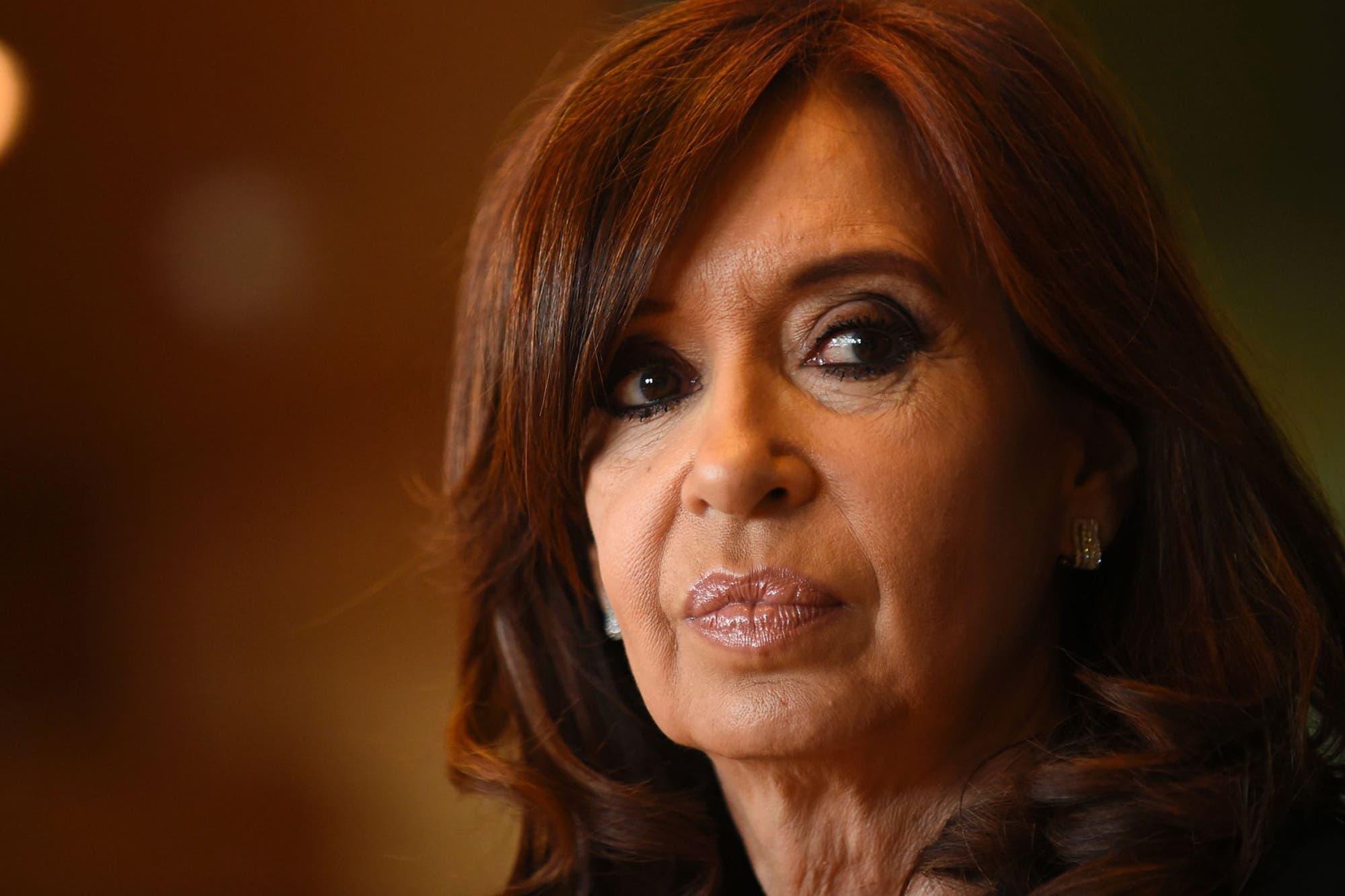 """Cristina Kirchner criticó el presupuesto que recibe la Capital Federal donde """"hasta los helechos tienen luz y agua"""""""