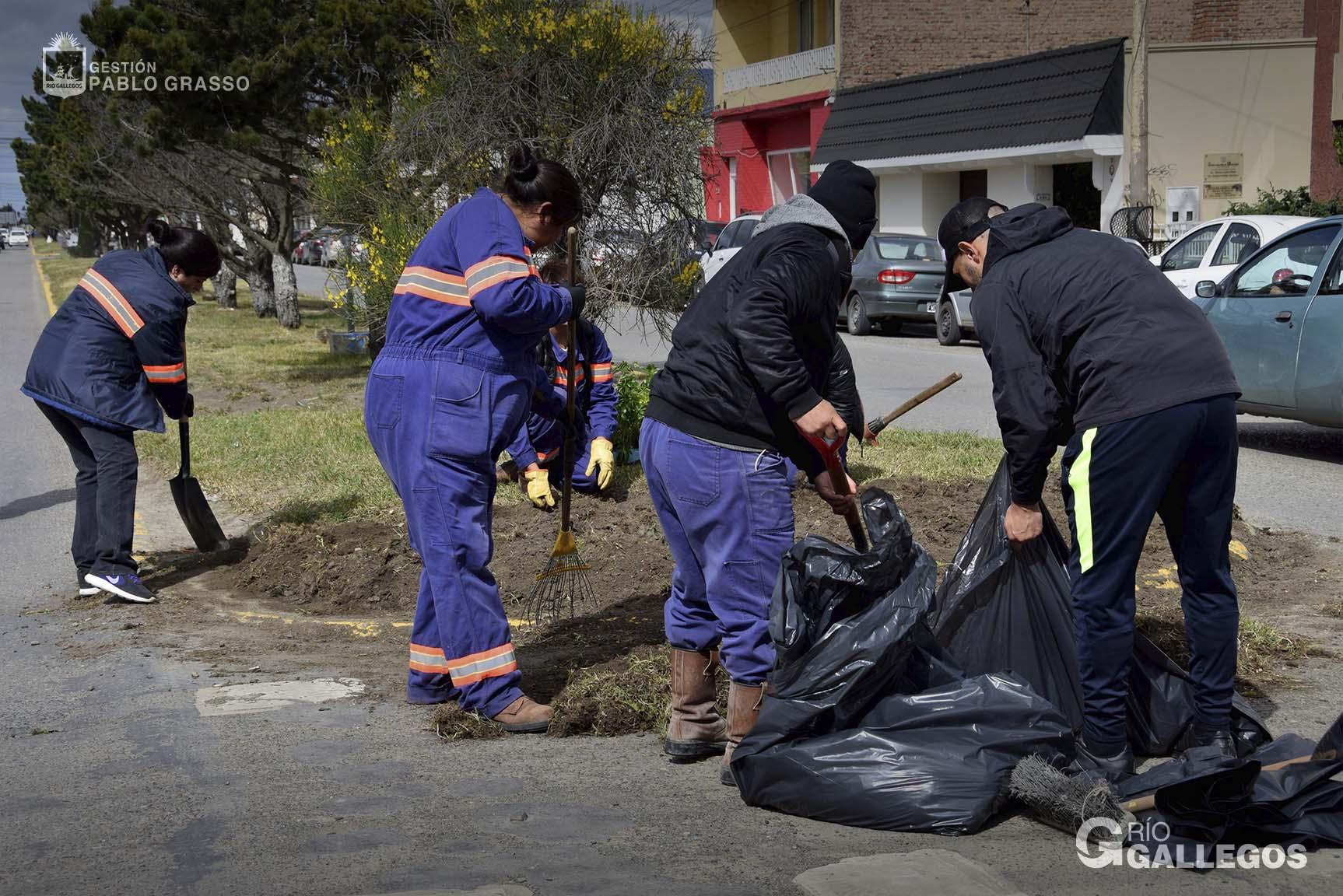 Operarios municipales ponen en valor la Plaza San Martín