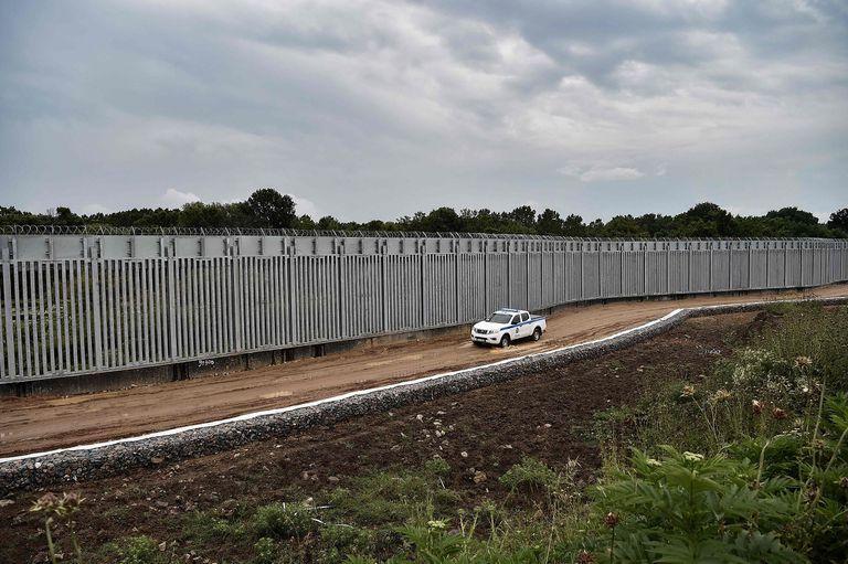 en-fotos:-asi-es-el-muro-antimigrantes-que-se-construye-en-grecia